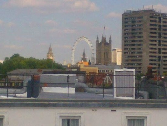 Holiday Inn Express London - Victoria: View from Twin Room 502
