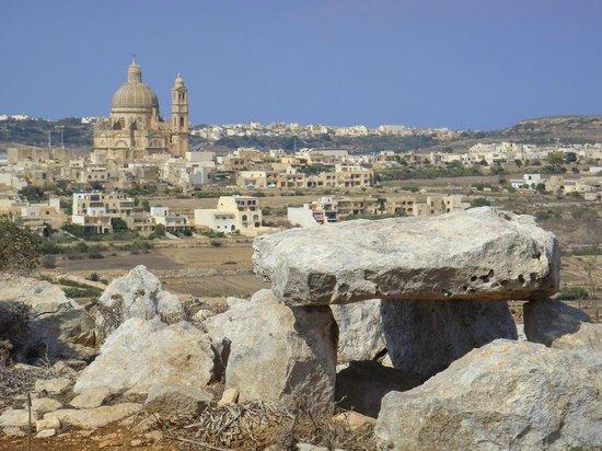 Ta' Cenc  dolmen