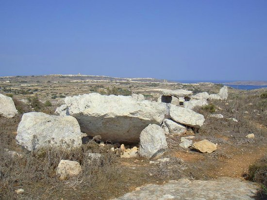 Ta' Cenc collapsed dolmen