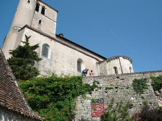 Chateau de Saint-Cirq-Lapopie: vue de la cour d'honneur du château