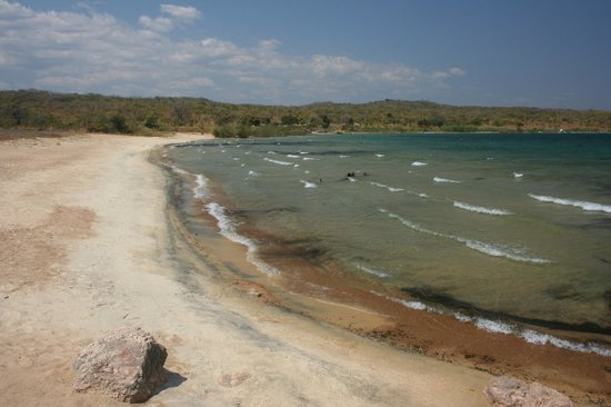 Mbuna Bay Lodge - Lake Malawi : The 'beach'