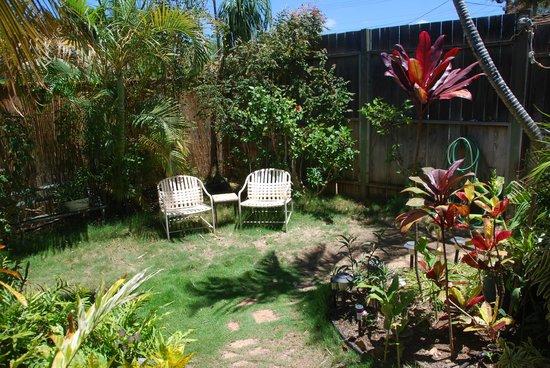 Ocean Breeze Hideaway: Il patio di fronte alla camera
