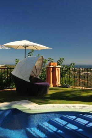 The Marbella Heights Boutique Hotel: vue de la piscine