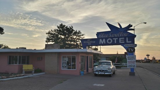 Blue Swallow Motel: The morning sky was beutiful.