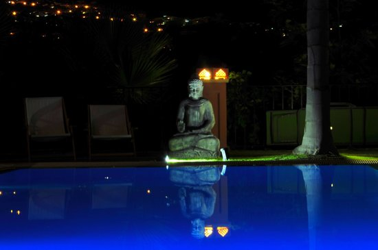The Marbella Heights Boutique Hotel : piscine