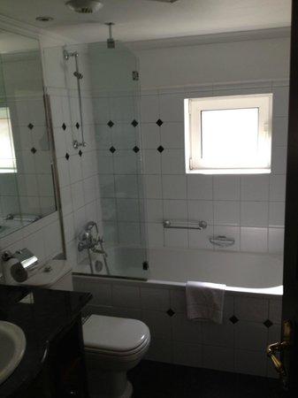 Eurostars Montgomery: bathroom