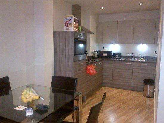 Staycity Aparthotels West End: Ess. - und Küchenbereich