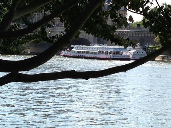 bateau mousse sur la seine picture of river seine paris tripadvisor. Black Bedroom Furniture Sets. Home Design Ideas
