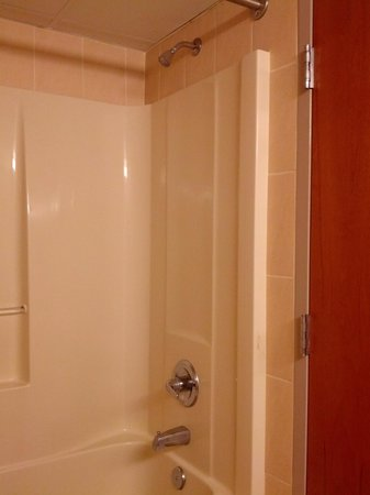 Crystal Beach Hotel: Shower/tub