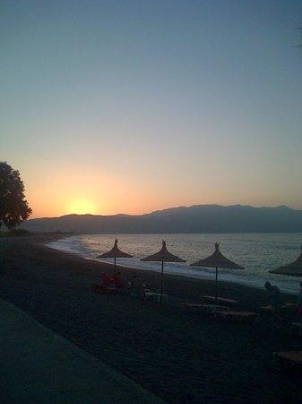 Antilia Apartments: Sunset at Tavronitis beach