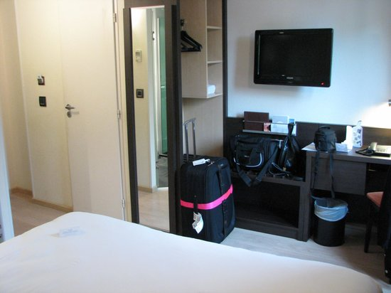 Escale Oceania Aix En Provence : Garderobe/Schreibtisch