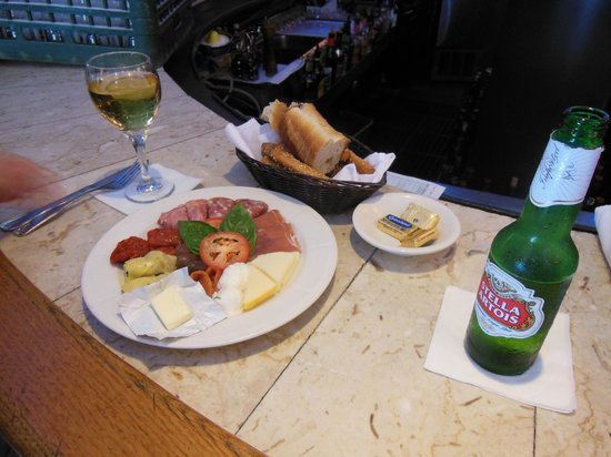 Sofia's Restaurant : Drinks and App. before seeing Wicked on Broadway