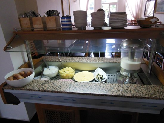 My Place Hotel: Continental Breakfast - - What You See Is What You Get