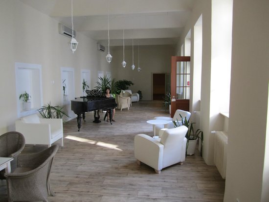Unitas Hotel : sala que antecede o restaurante: ótimo para descançar no final do dia.