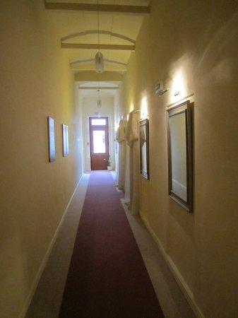 Unitas Hotel: corredores internos: dá pra imaginar as freiras passando...