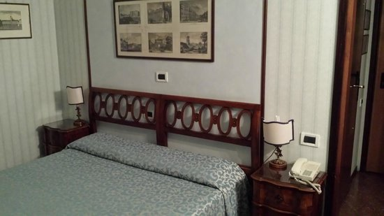 Admiral Hotel: Bed