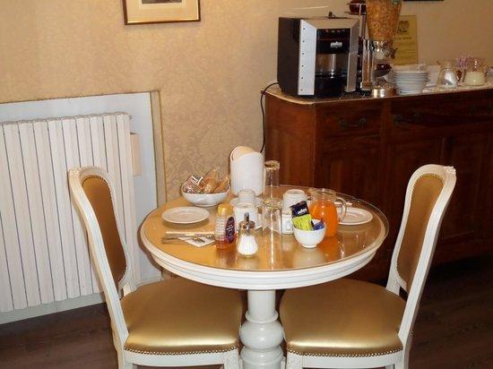 Ca' Dalisera Venice B&B : Tavolino colazione