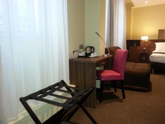 Hotel Vauban : mobilier chambre