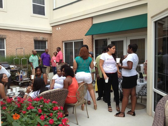 Homewood Suites Atlanta I-85-Lawrenceville-Duluth: 'Meet n Greet' in the area near the pool