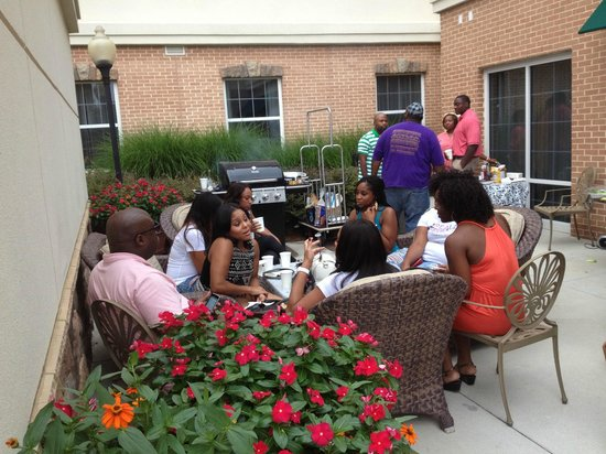 Homewood Suites Atlanta I-85-Lawrenceville-Duluth: 'Meet n Greet' in the outdoor area near the pool