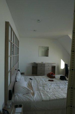 L'Agapa Hotel SPA Nuxe : chambre vu de l'entrée
