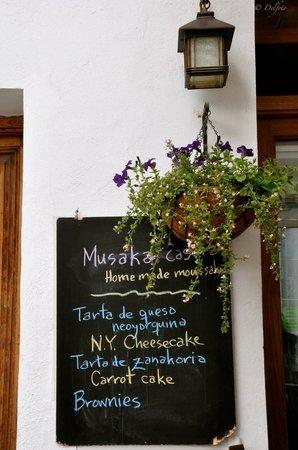 Cafe 4 Gatos: Comida & pasteles caseros