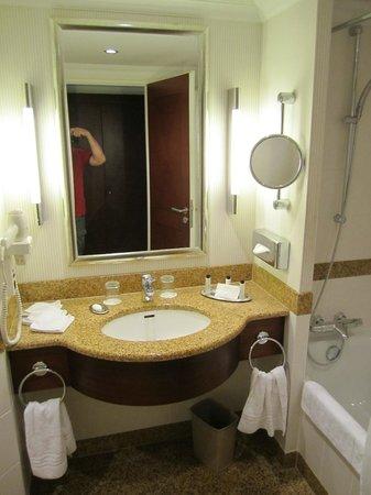 Berlin Marriott Hotel: banheiro