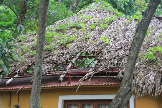 Apoyo Resort : Disrepair of the roof
