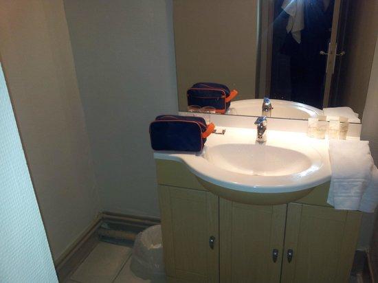 Hotel d'Azur: Lavabo posto in una stanza a se