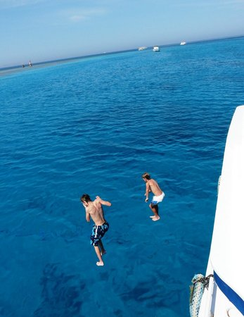 Oceans Red Sea Hurghada : boys jumping off the boat