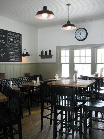 La Gare Auberge Restaurant Bar: Bar