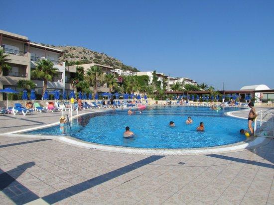 Grand Hotel Holiday Resort : la grande piscine