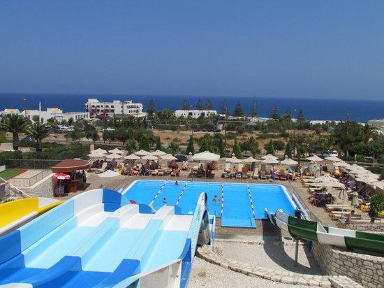 Grand Hotel Holiday Resort : vue du haut des toboggans