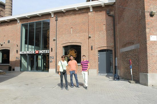 Saint-Jans-Molenbeek, Belgien: PARTE DELANTERA DEL HOTEL