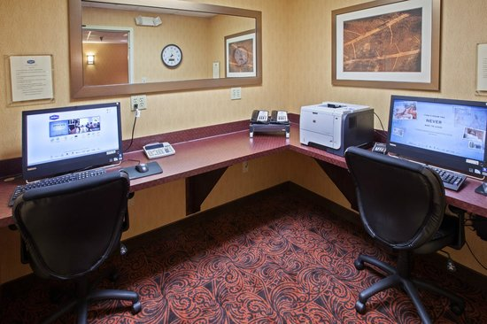 Hampton Inn and Suites Cleveland Southeast Streetsboro: Our Hotel Bsuiness Center