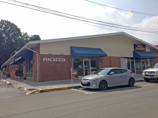 Focaccia Italian Grill: Go here for the food!