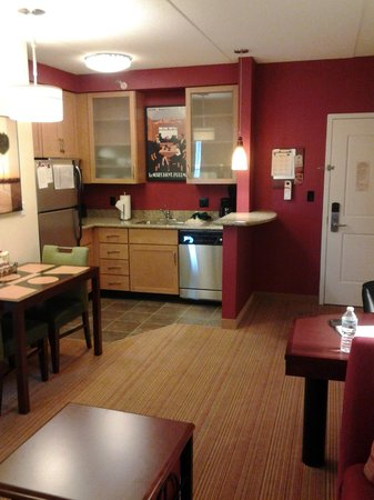 Residence Inn Cincinnati North/West Chester: Kitchen