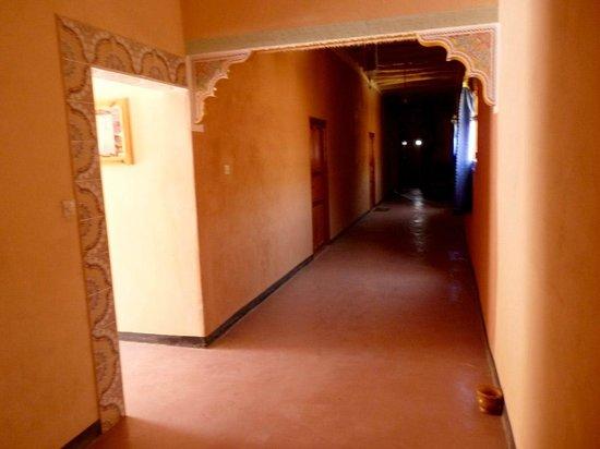 Hotel Tamlalte: Pasillo de acceso a las habitacions