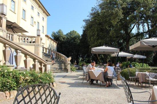 Villa Le Maschere : Breakfast on the terrace