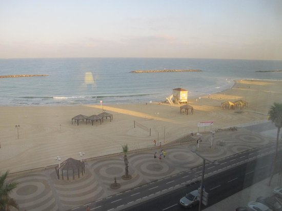 Dan Tel Aviv Hotel: Sea view from 4th floor room