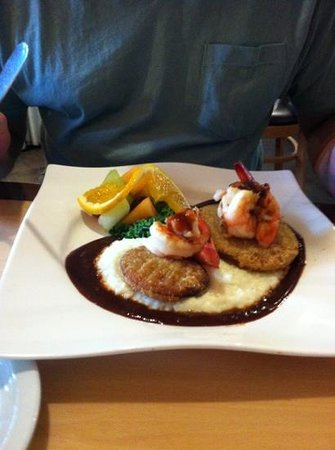Croissants Bistro and Bakery: shrimp and Grits