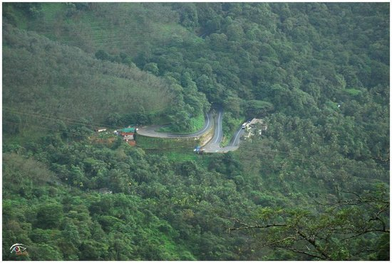 Lakkidi View Point: Awesome ghat section... Thamarassery Churam