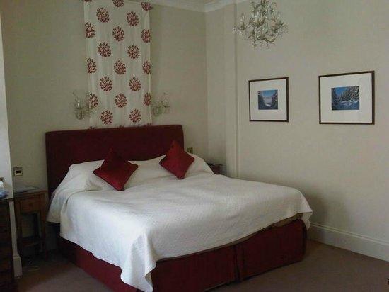 The Royal Hotel: Spacious room