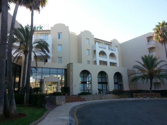 Protur Safari Park Aparthotel : L'hôtel vu de face