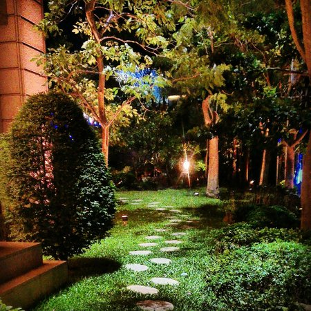Miramar Garden Taipei: Miramar Garden at night