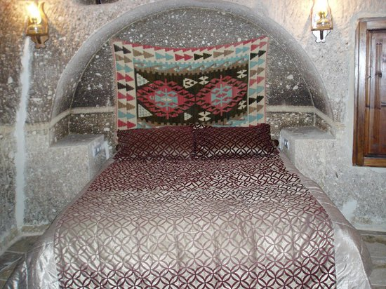 Star Cave Hotel: The bed