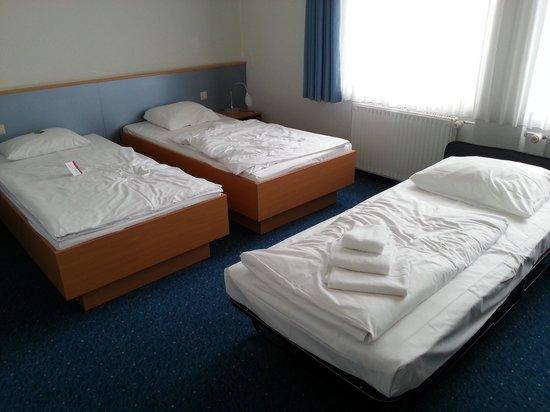 Global Inn: 2nd bed room