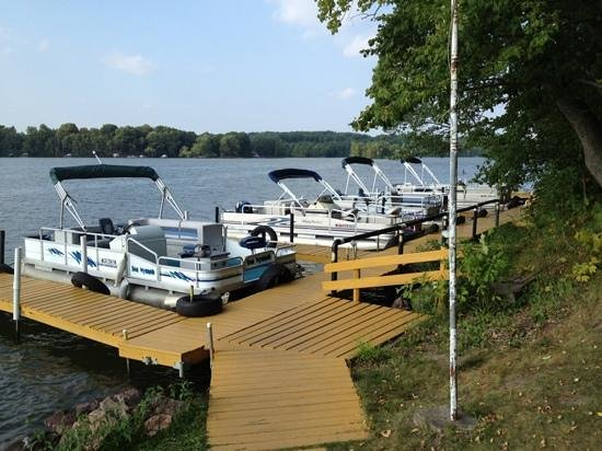 Maple Terrace Resort: Pontoon Boats for rent