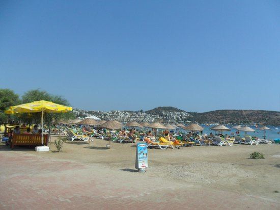 Toloman Hotel: Bitez beach in front of hotel toloman