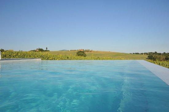 B&B Villa Luogoceleste: zicht vanuit het zwembad